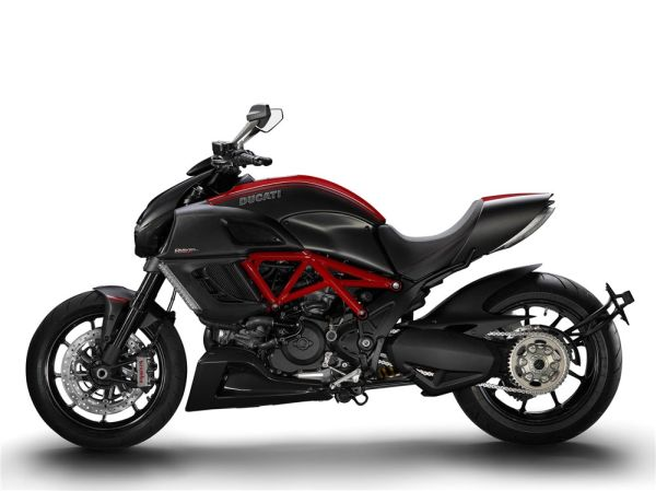 ducati1 A Lighter and Speedier Ducati Diavel Carbon is Rumored to be on Prince William's Gift List