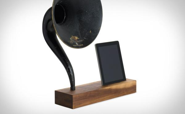 ivictrola xl Magnavox Phonograph Horn Gets the iPad Hack