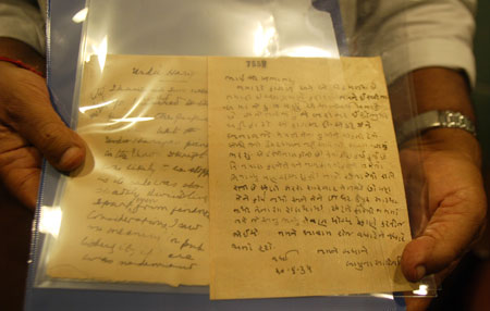 Two hand-written letters by Mahatma Gandhi sold at $ 37,500