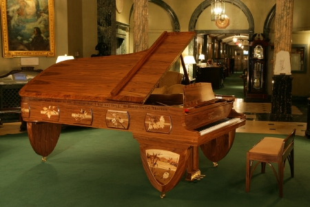 Walden Woods Art Case Piano