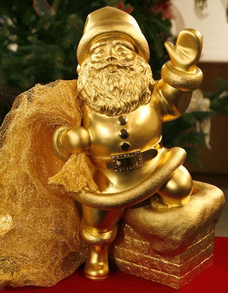 Ginza Tanaka Unveils $1,817,355 Gold Santa Claus
