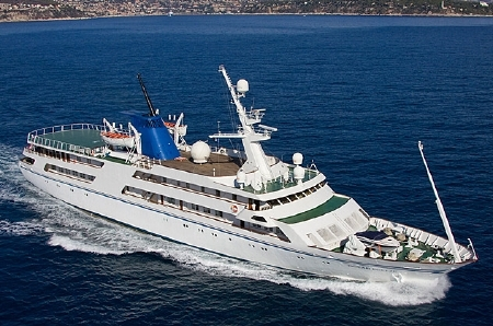 269-foot Ocean Breeze Yacht Eyes a Proud Owner