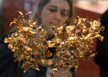 $1.5 mn Macedonian Gold Wreath Attracts Greek Populace