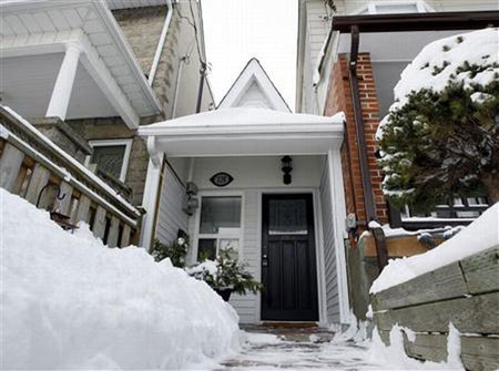 little house Torontos Legendary Baby Bungalow Up for Sale