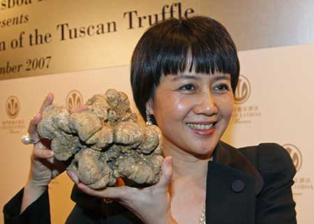 Stanley Ho bangs Damien Hirst with $330,000 White Truffle at Charity Auction