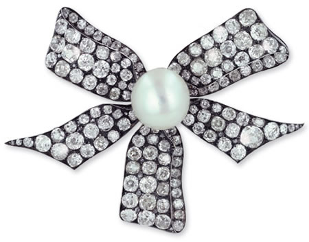 $350,000 Antique Brooch Studded with Diamonds and Natural Pearl