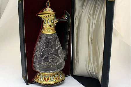 £200 Cracked Jug Sells For £220,000