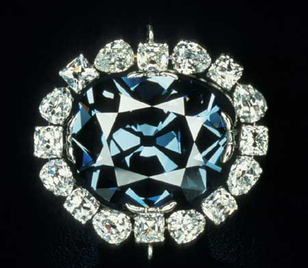 Why Hope Diamond Glows Red?