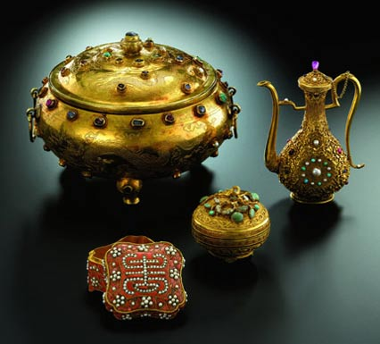 Ming-Dynasty Gold Vessel May Fetch $7.7 million at Sotheby's
