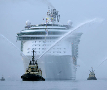 World's Largest Cruise Ship, Independence of the Seas, UK, cruise ship, yacht, naming ceremony, Titanic