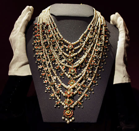 Arab singer Umm Kulthoum Pearl Necklace May Fetch $120,000