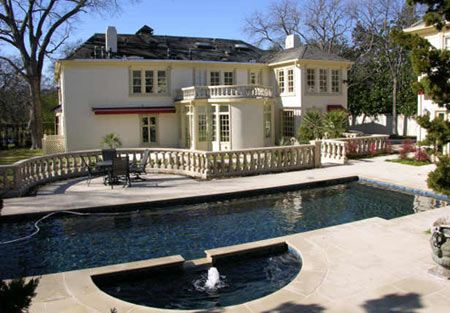 Elite Estate: Waterfront Estate In Highland Park