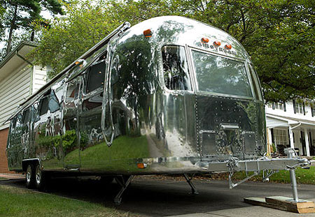 mobi airstream project Mobitat Aluminum Capsule Offers Luxurious Mobile Living