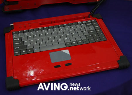 GTS370: Tri-Screen Portable PC Unveiled at Computex 2008