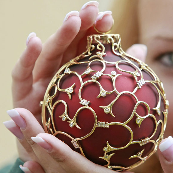 World\'s Most Expensive Christmas Bauble!, Christmas ornaments, glass ornaments, Worlds Most Expensive Christmas Bauble, Krebs Glas Lauscha, German village, Lauscha, Germany, worlds most expensive worlds-most-expensive-christmas-bauble worlds-most-expensive-christmas-bauble worlds-most-expensive-christmas-bauble