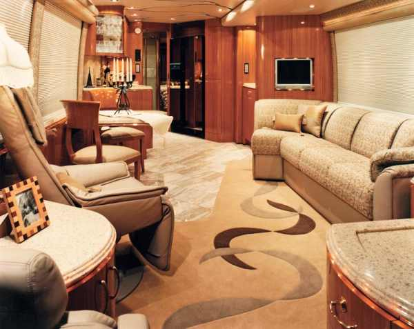 Marathon Coach Flies You In Luxury