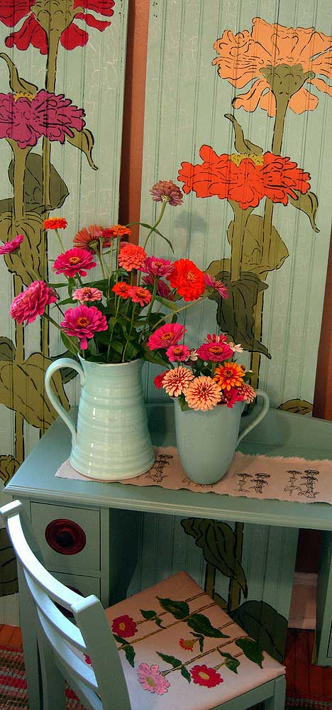 rice zinnias deskset Bring in the Zinnia garden inside your home