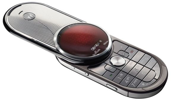 auramoto1 Motorola Aura: Worlds First Circular Cell Phone Screen Bowls You over Clean!