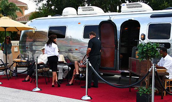 Mobile Cigar Lounge Let's You Take A Fag Anywhere, Anytime