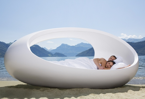 the-perfect-accompaniment-egg-chair-meet-the-egg-bed-larger4