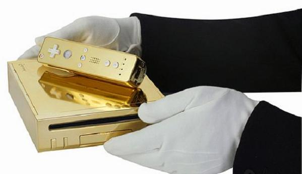 queen-gets-gold-plated-wii-1