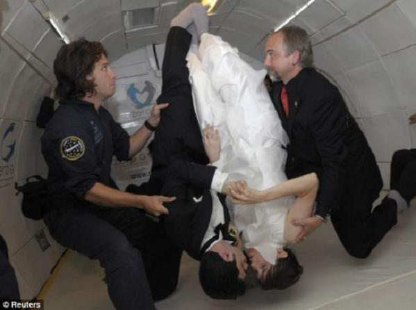 zero gravity wedding 2 6abme 48 Noah Fulmore & Erin Finnegan Create History By Marrying In Zero Gravity