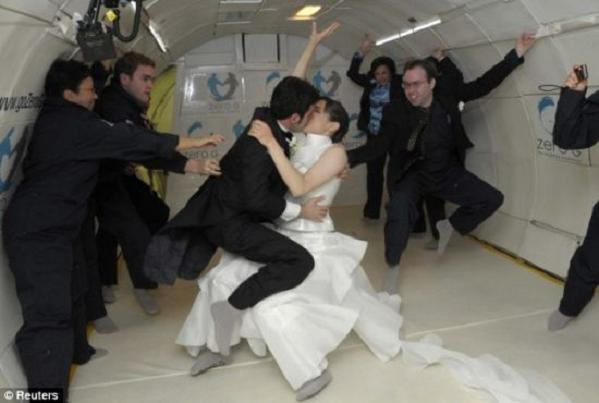zero gravity wedding 3 a9ywt 48 Noah Fulmore & Erin Finnegan Create History By Marrying In Zero Gravity