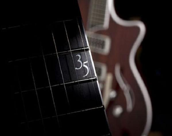taylor-guitar_d