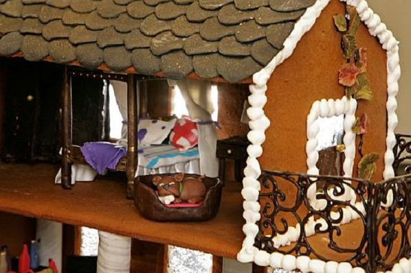 Christmas-Decoration-World-Most-Expensive-Gingerbread-House-4
