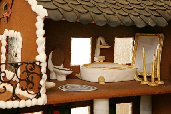 Christmas-Decoration-World-Most-Expensive-Gingerbread-House-6
