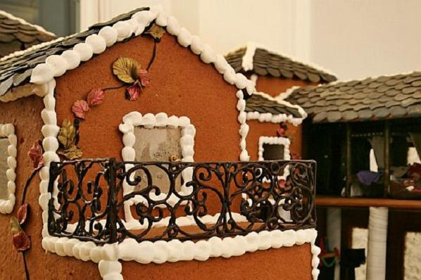 Christmas-Decoration-World-Most-Expensive-Gingerbread-House-7