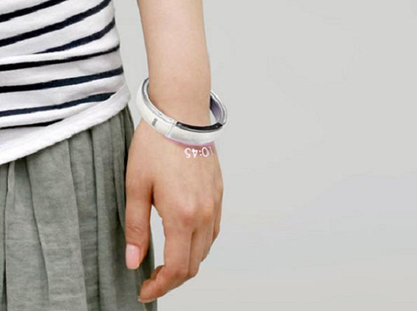 dial-phone-bracelet-2 Wear Your Phone Stylishly On Your Wrist, Buy The Dial