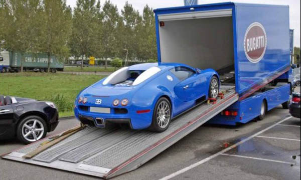 Bugatti Veyron with Matching Trailer