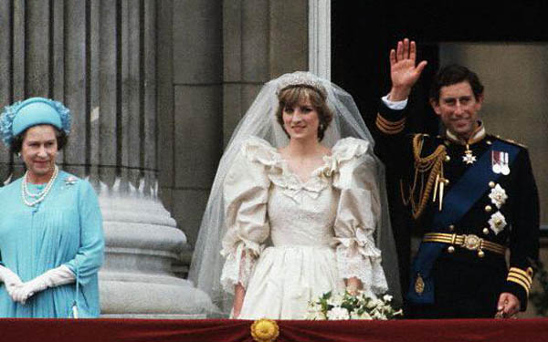 princess diana wedding gown photos. Princess Diana Wedding Diana