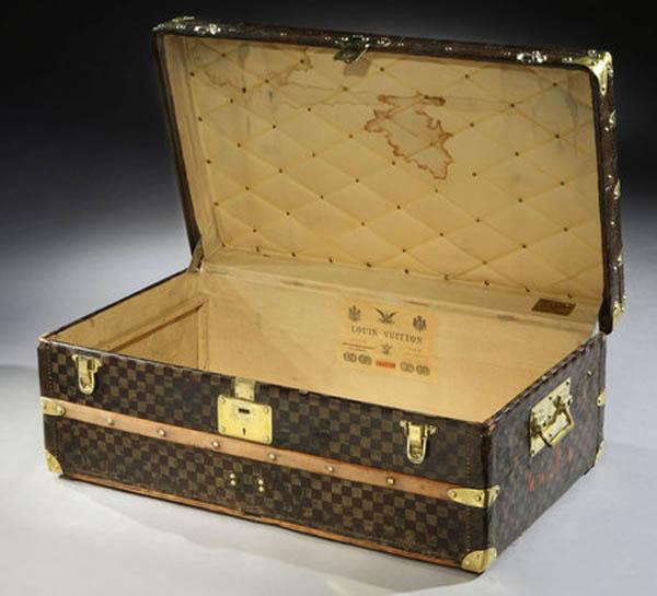 Louis Vuitton Damier trunk