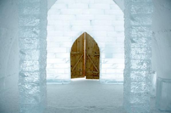 ice_hotel_entrance-1