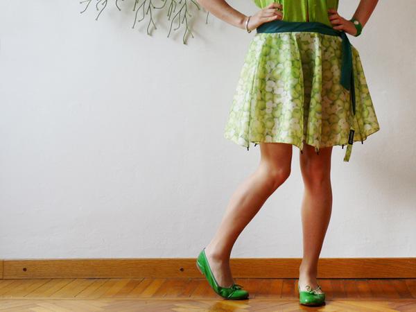 Юбку-зонт можно сшить из полотен разных расцветок и цветов.