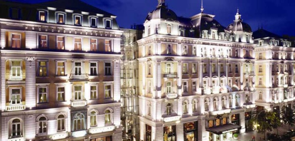 Banner_Corinthia_Grand_Hotel_Royal_Budapest
