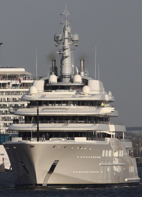 PICTURES-ROMAN-ABRAMOVICH-YACHT-ECLIPSE