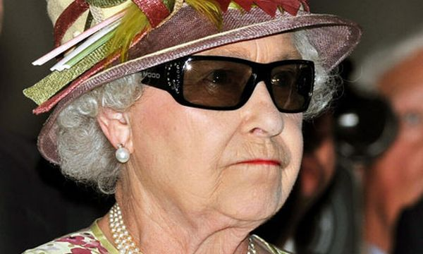 queen wearing 3d glasses