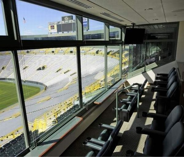 Lambeau-Field's-luxury-suite