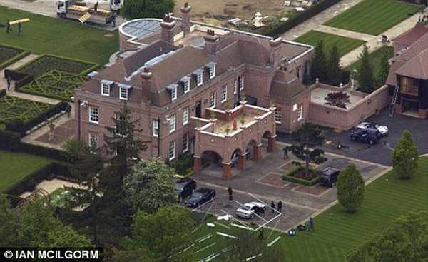 beckham mansion David and Victoria Beckham Plan to Settle in Los Angeles, Put their Beckingham Palace on Sale