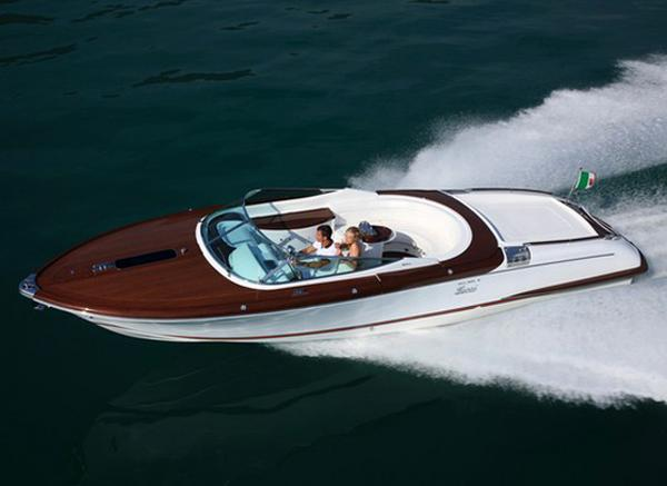 gucci riva aquariva gucci boat 04 Gucci Teams Up With Riva to Deliver ...