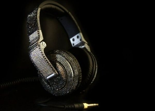 bling ting pioneer hdj2000 heaphones 1 Pioneer Headphones get Blinged Up and How!