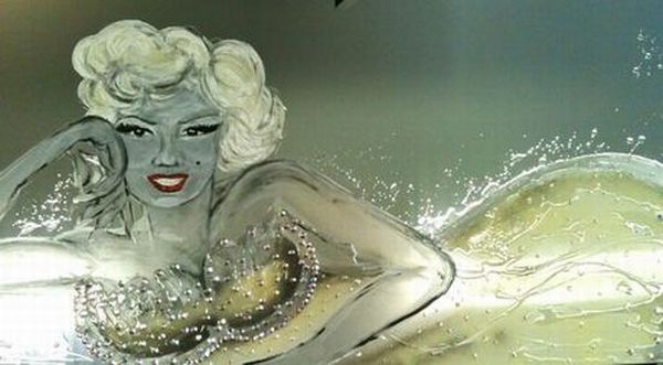 marilyn-on-mirror