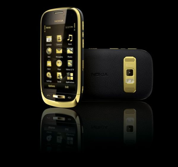 black nokia oro 1 Say Hello To The All New Breathtaking Nokia Oro With 18 Carat Gold Finish