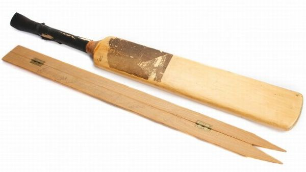 ian_botham_headingly_bat