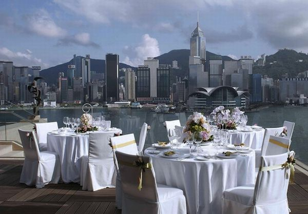 A rooftop wedding overlooking Hong Kong at the InterContinental