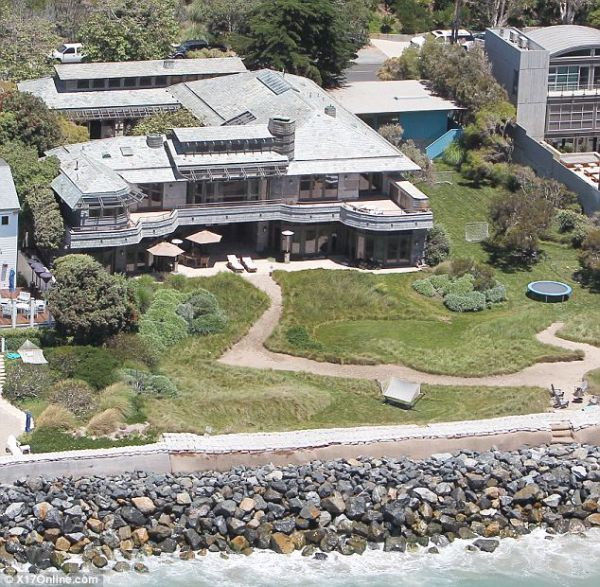 Beckhams home for Summer