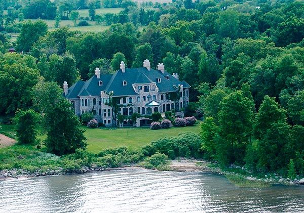 Hudson estate Estate in Hudson Sells for $3.4 Million in an Absolute Auction